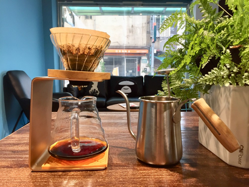 CoffeeMart 咖啡市集 手沖組合套裝,用來沖泡 肯亞 溫卓希莊園