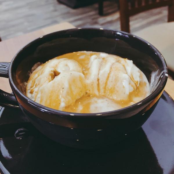 在台北 中和 豆工場 精品咖啡館的濃縮咖啡冰淇淋