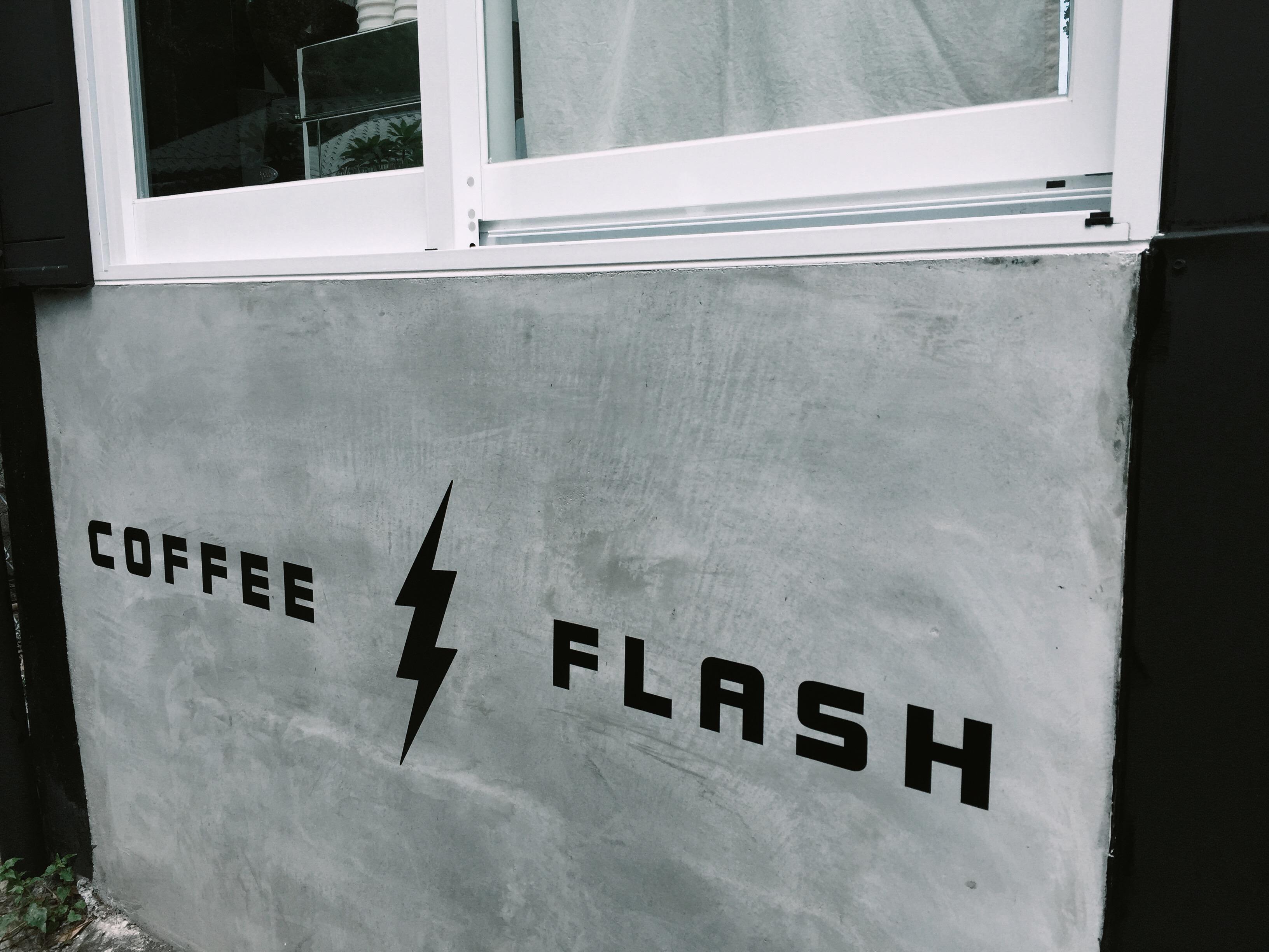 在花蓮市區 Coffee Flash 快閃咖啡,喝一杯音樂家系列 – 莫札特咖啡豆