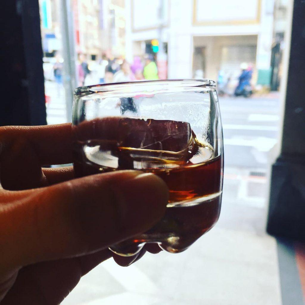小小一杯像是在喝威士忌