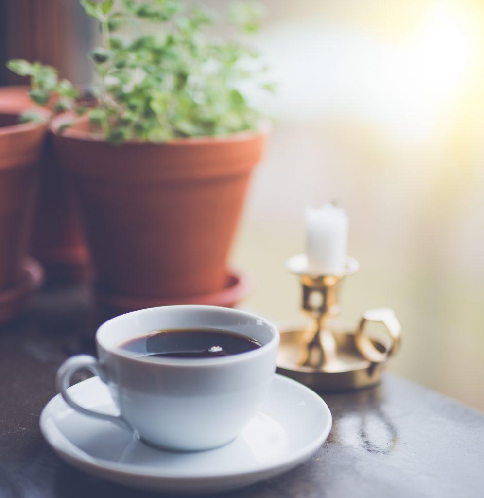 值得多嚐幾口的精品咖啡 Photo by Janko Ferlič on Unsplash