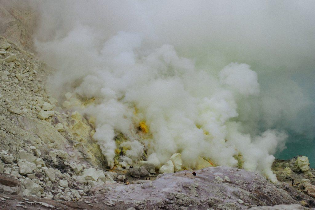 印尼其實擁有不少火山 Photo by Tom Mussak on Unsplash